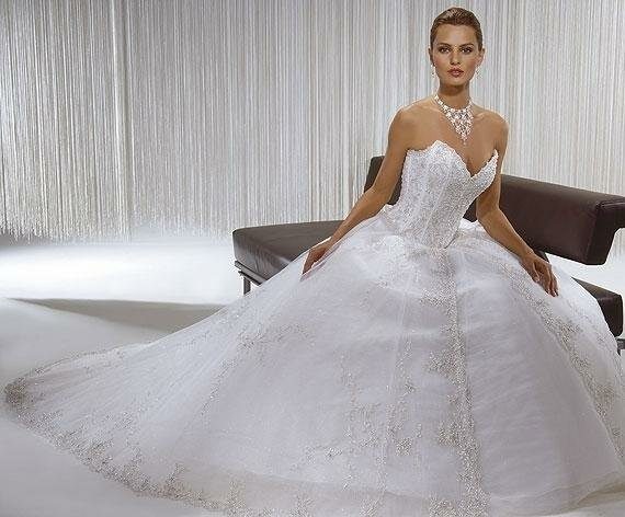 Los diseñadores famosos de vestidos de novias