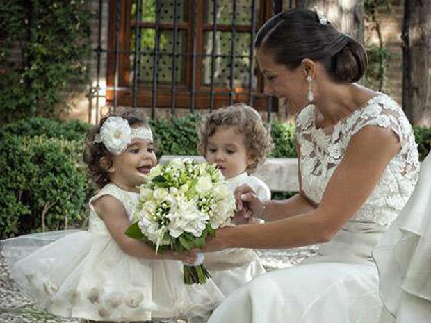 Vestidos con corte imperio para novias y pequeñas damitas