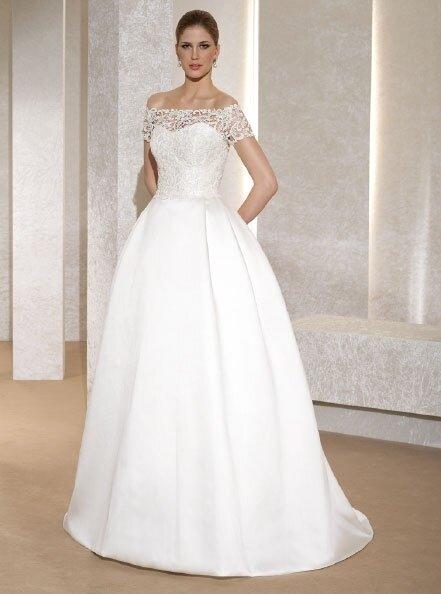 Vestido de bodas con hileras de perlas